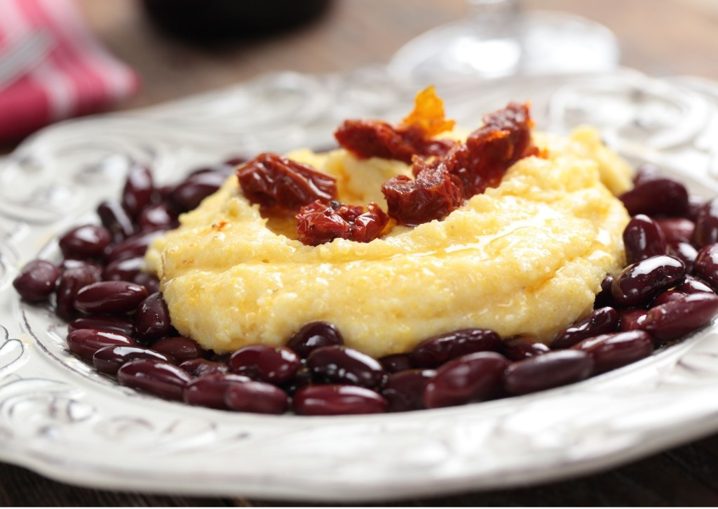 Polenta with beans and tomato